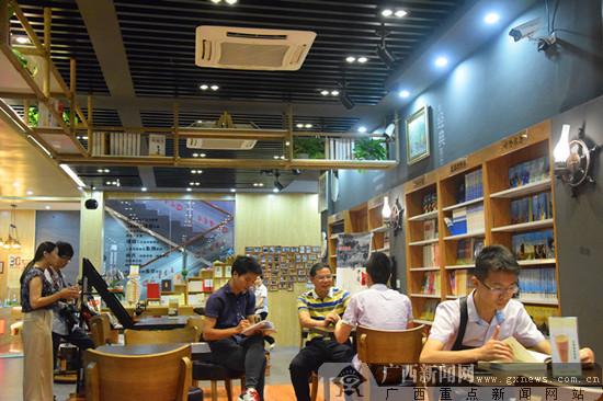 防城港国门书店渐成读者好去处