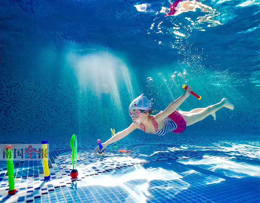 高清:盛夏与水为伍 玩水,市民打开盛夏正确方式