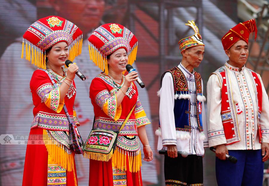 柳城:传统山歌唱扶贫 山歌王齐聚舞台一展歌喉