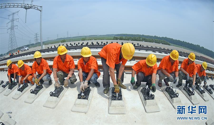 (经济)(1)京沈高铁辽宁段铺轨完成过半