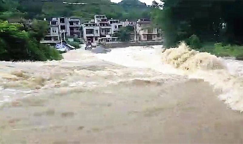 广西发布今年首次洪水预警 8市22县10万余人受灾
