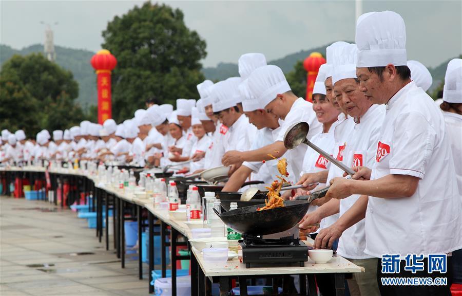 #(社会)(1)湖南永州:千人烹制东安鸡