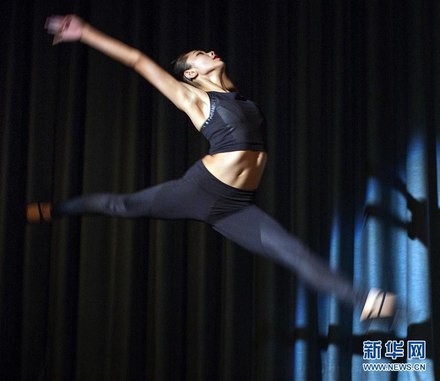 (XHDW)(1)中国听障舞者张天娇在德表演募捐