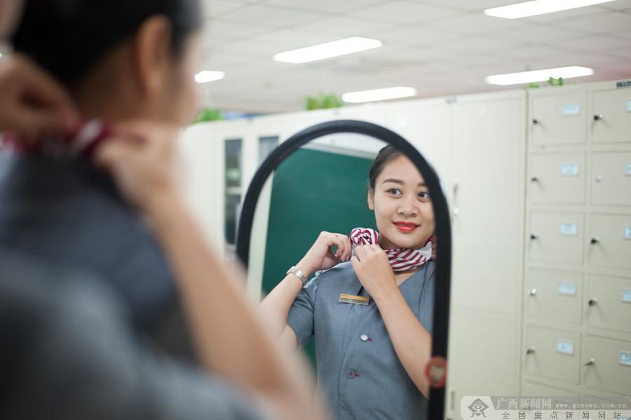 """高清:广西动姐换新装 告别""""铁路蓝""""变身""""灰姑娘"""""""