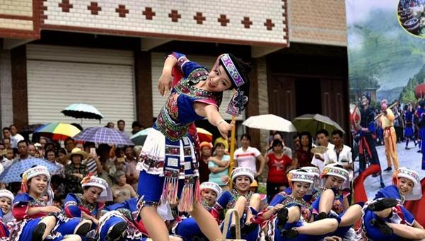 高清组图:广西都安瑶乡欢歌欢度祝著节