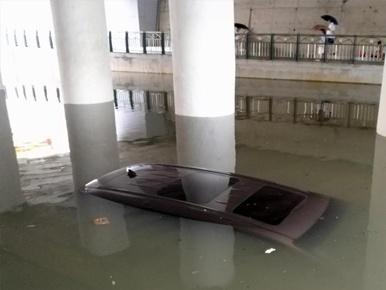 桂林暴雨袭城致多处内涝