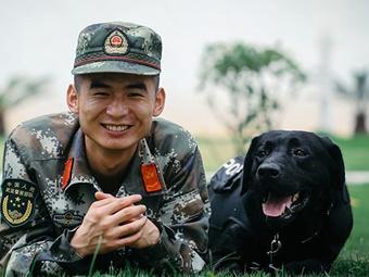 高清组图:中越边境边防缉毒犬的日常生活