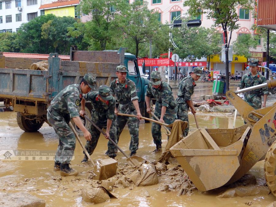 凤山县积极开展灾后自救重建工作(组图)