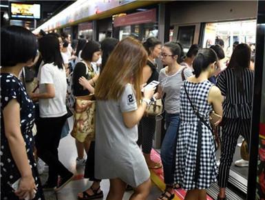 广州地铁一号线设女性车厢