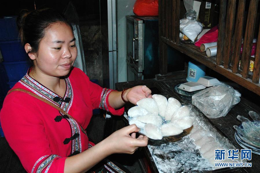 (砥砺奋进的五年·图文互动)(3)油茶梭子粑,古道兴农家——一个西部山村的旅游扶贫探索