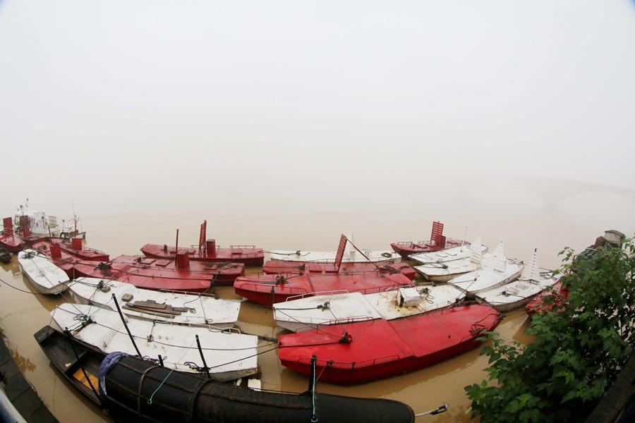 高清:持续降雨 融江水位达114.28米逼近警戒线