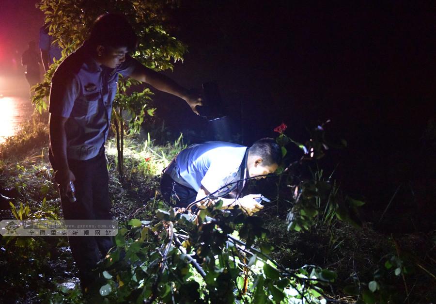 罗城发生一起面包车坠河事故 2人遇难2人失联(图)