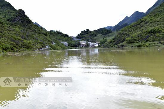 大化板升乡遭受洪涝灾害 救援工作正在进行中