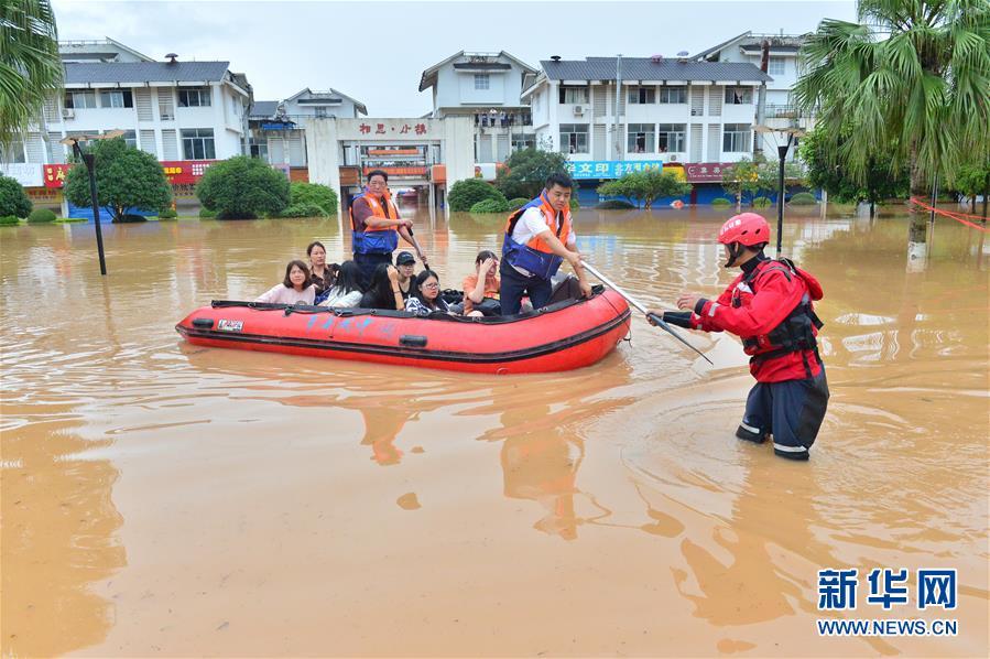 广西桂林一高校学生被洪水围困 多部门紧急救援