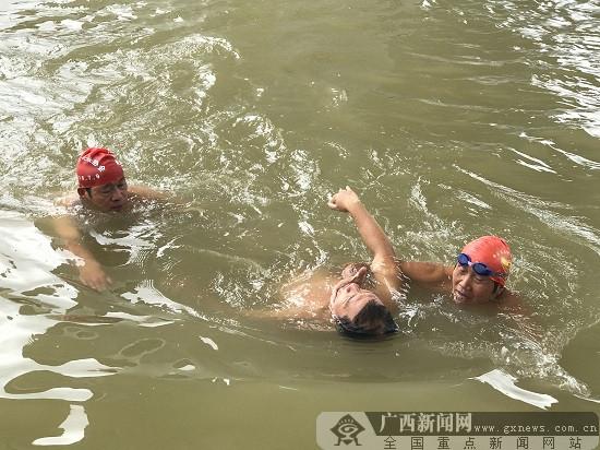 """将防溺水宣讲课堂搬到邕江边 让学生牢记""""六不准"""""""