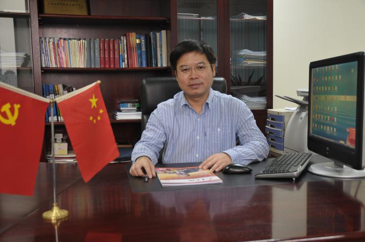 周鸣 广西经济信息中心副主任,高级工程师、国家注册咨询工程师