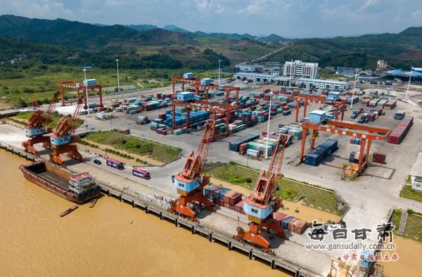 【每日甘肃网】网媒领略梧州赤水港建设成就