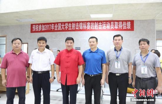 国际射联副主席、中国奥委会专家委员会专家王义夫亲临比赛现场指导比赛。 姜涛 摄