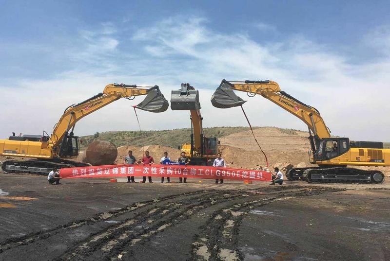 鄂尔多斯客户一次性采购10台柳工CLG950E挖掘机
