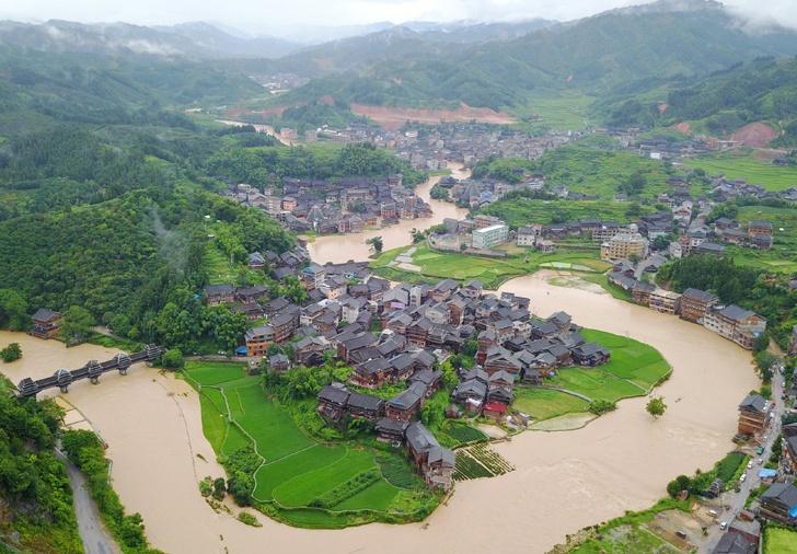 三江遭遇洪涝灾害 程阳八寨景区封闭游客被疏散