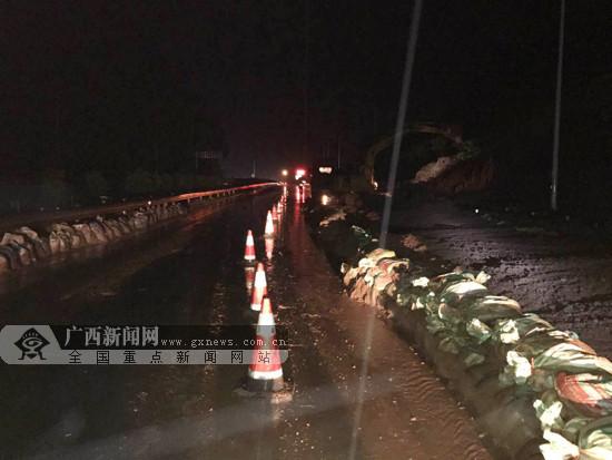 靖西:S60崇靖高速马华隧道口边坡塌方(图)
