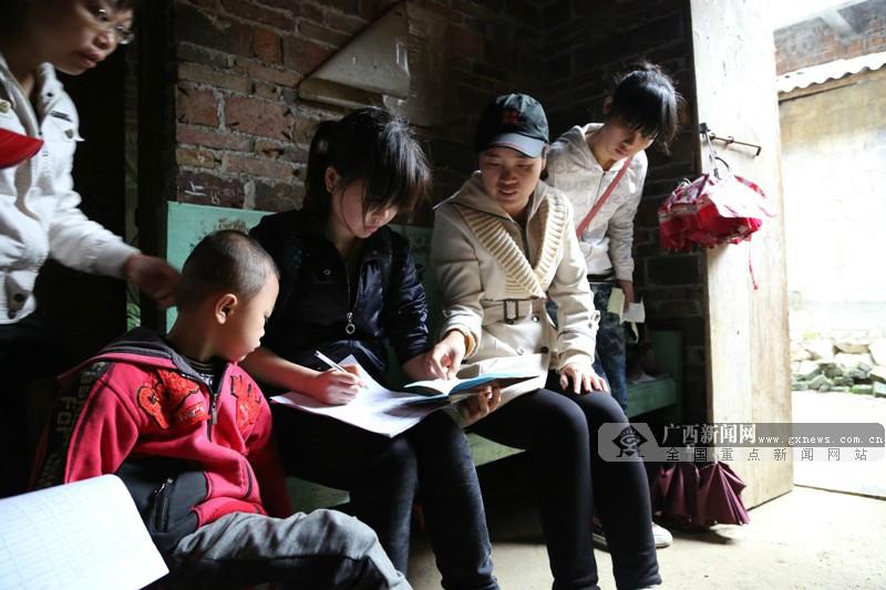 忻城北更乡中心小学教师蒙晓梅:爱,架起希望之桥