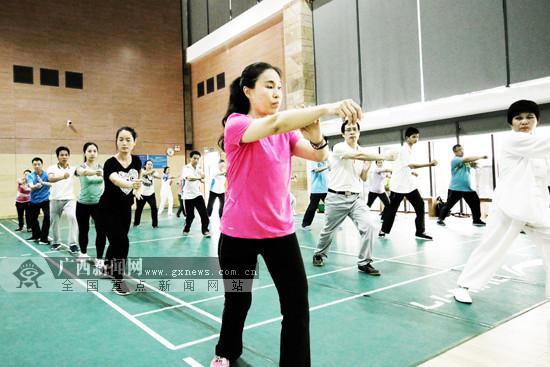 广西推1平方米健身运动 83名区直机关干部学太极