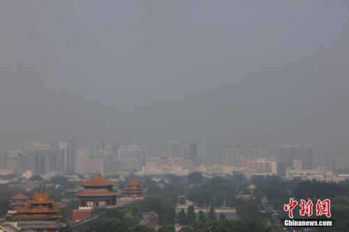 7月13日,高温、高湿度空气笼罩下的北京城区依旧处在高温黄色预警中,当日预报最高气温为36℃。 <a target='_blank' href='http://www.chinanews.com/'></table>中新社</a>记者 杨可佳 摄