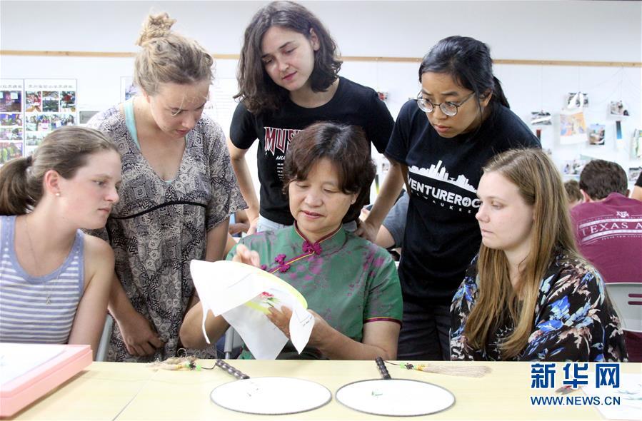#(社会)(1)美国留学生学刺绣 感受中国传统文化
