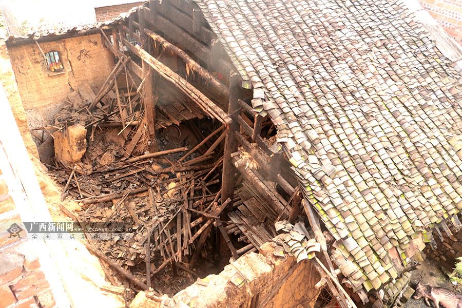 强降雨致房屋倒塌 八旬老人不幸被埋身亡(组图)