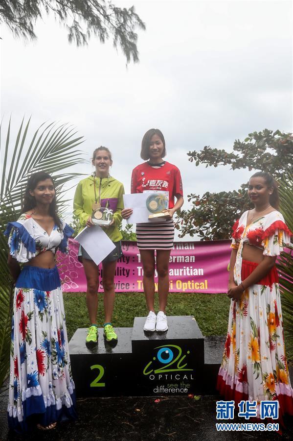 (体育)(2)马拉松――中国选手获得毛里求斯马拉松冠军