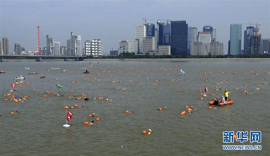 #(社会)(2)千人横渡钱塘江