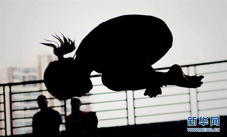 (体育)(1)全民健身――广西少儿跳水锦标赛举行