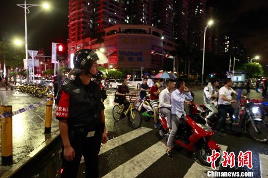 图为深圳警方已封锁现场,案件正进一步侦破中。 钟新 摄