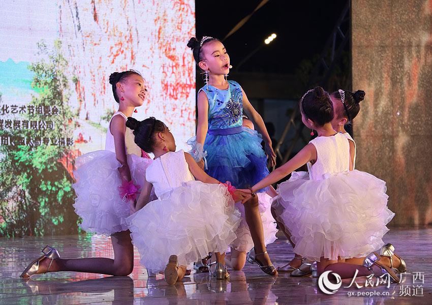 歌舞:《彩虹之光》