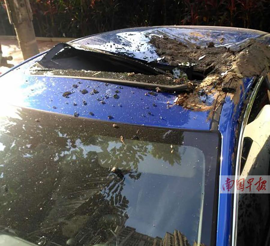 贵港市一工地爆破发生意外 泥石飞溅损房毁车(图)
