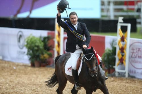 意大利骑手Federrico Palermo胜利骑乘。组委会供图