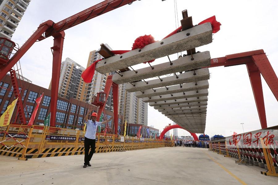 7月23日焦点图:南宁地铁3号线正式进入铺轨阶段