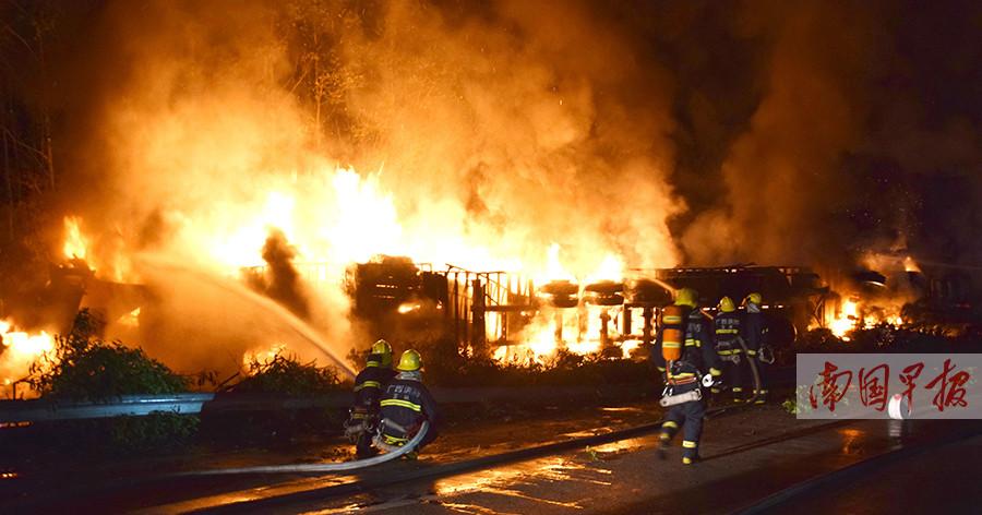 G80高速容县路段两车相撞起火 四人不幸身亡(图)