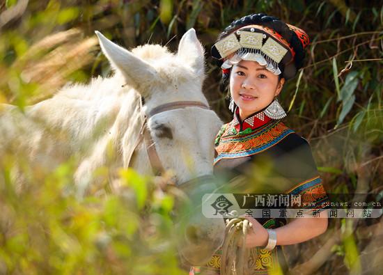 彝族姑娘-广西新闻网