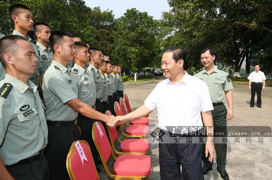 彭清华走访慰问驻桂部队