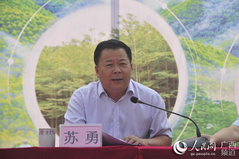 高峰林场场长苏勇发表讲话