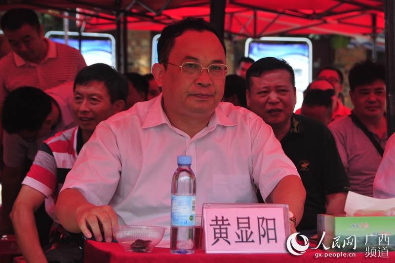 广西壮族自治区林业厅厅长黄显阳出席高峰林场竹笋节活动