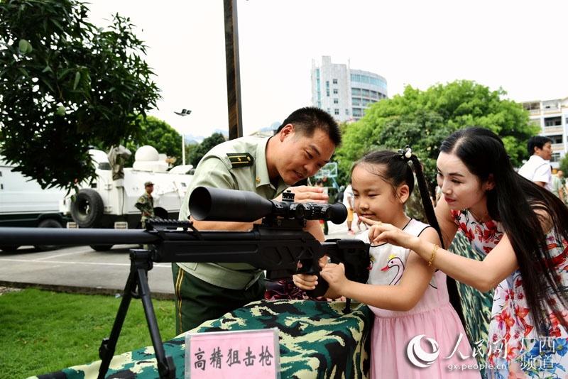 广西河池:军营开放日迎八一