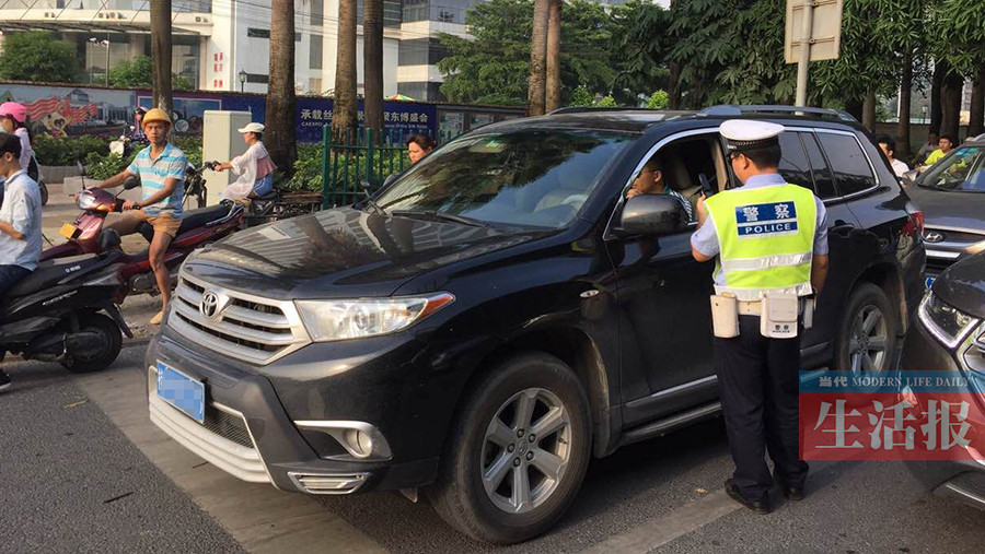 南宁一司机嫌天热不系安全带 被扣2分罚50元(图)