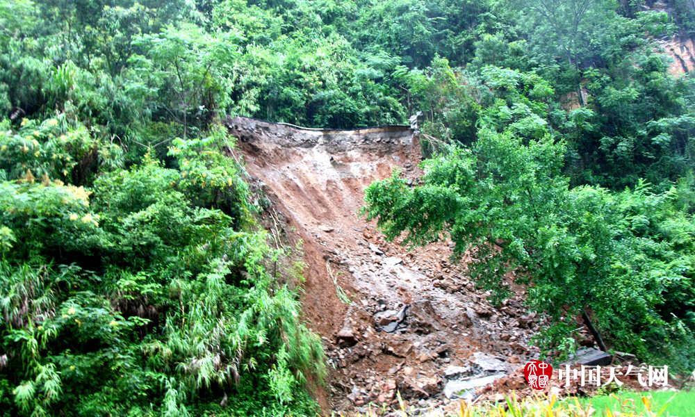 高清组图:百色那坡至靖西二级路发生塌陷