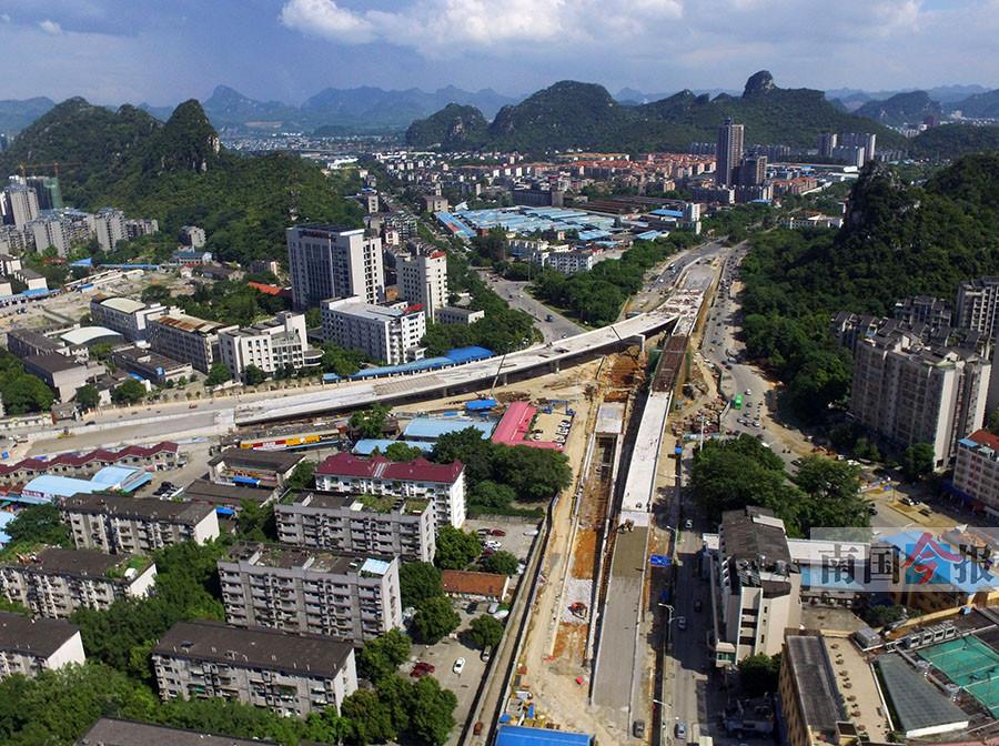 8月6日焦点图:柳州市五岔路口立交桥9月底通车