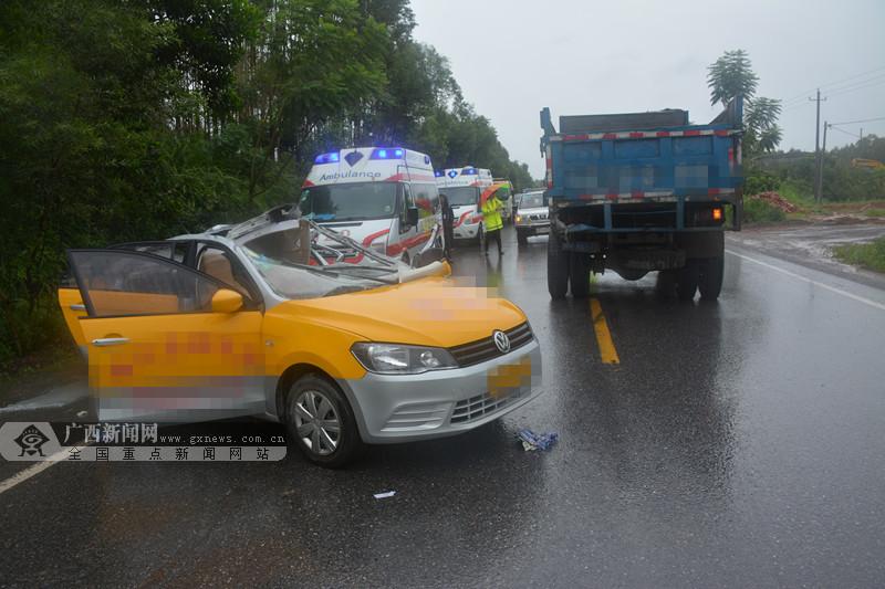 雨天刹车打滑 自卸车与轿车相撞致一人死亡(图)
