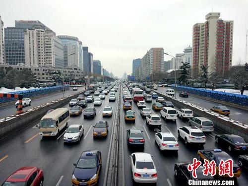 图为北京街头的车辆。<a target='_blank' href='http://www.chinanews.com/' ></table>中新网</a>记者 李金磊 摄