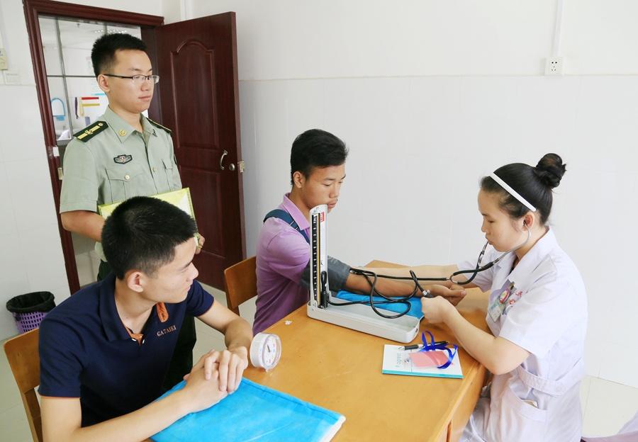 融安县2017年夏季征兵体检正式启动(图)